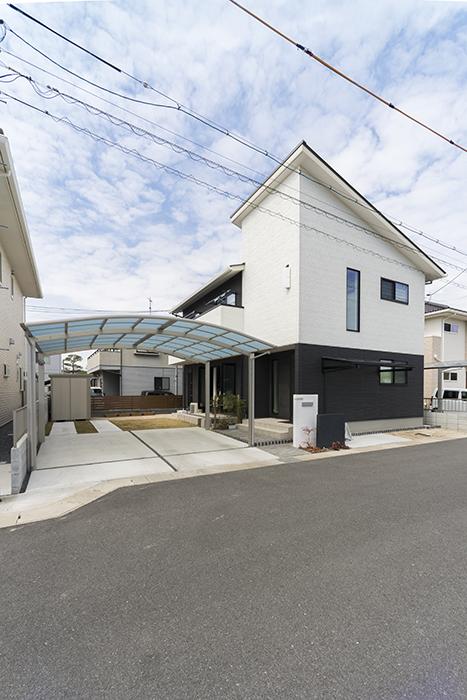 白基調のさわやかな開放感とセパレートした階段のある家 イメージ
