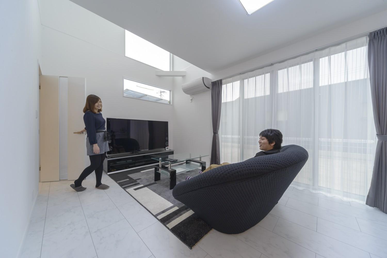 洗練されたモノトーン 清潔感あふれる家 イメージ