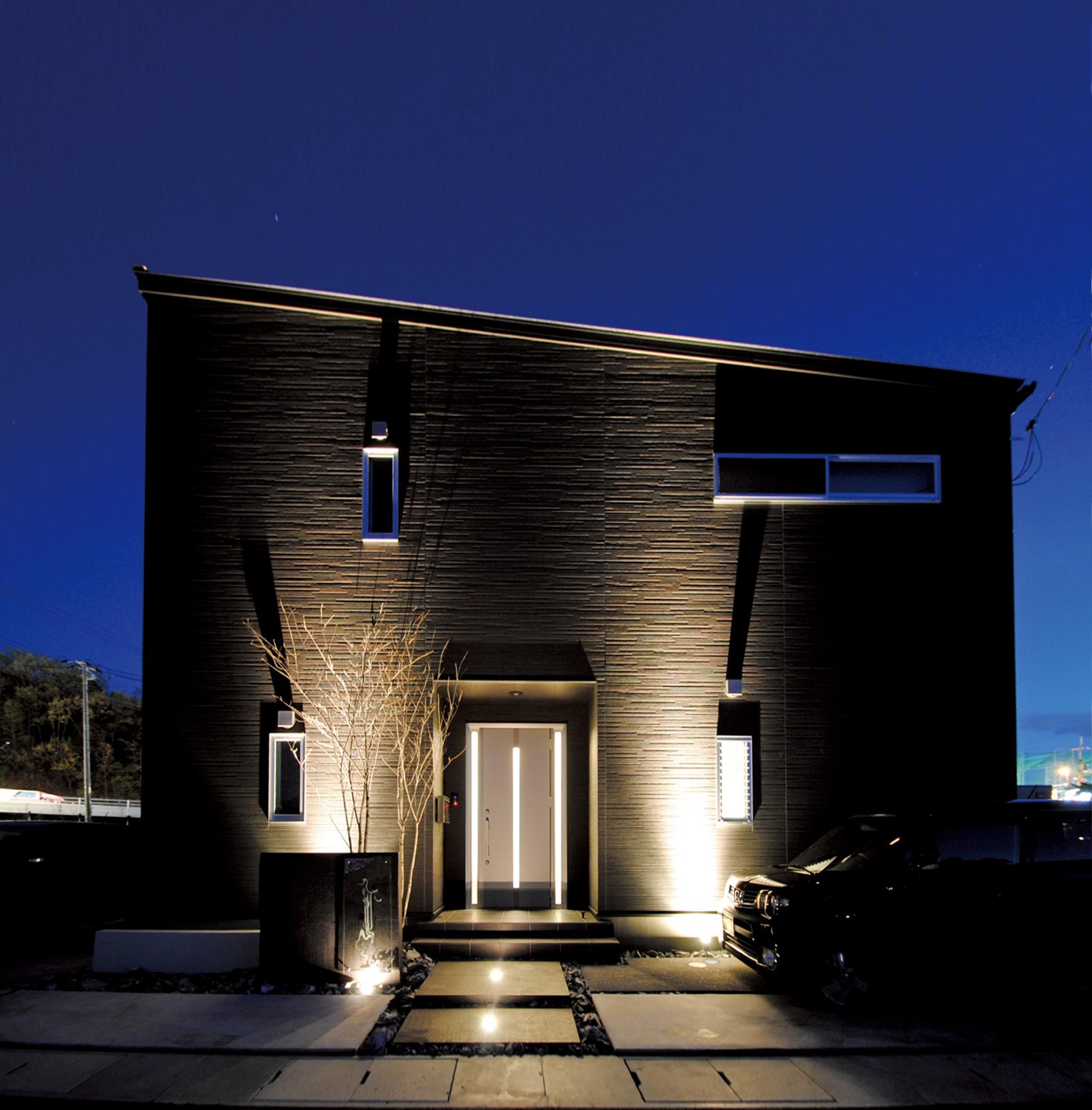 エッジの効いたスタイリッシュモダンな家 デザイン優先も、住み心地はプロがフォロー