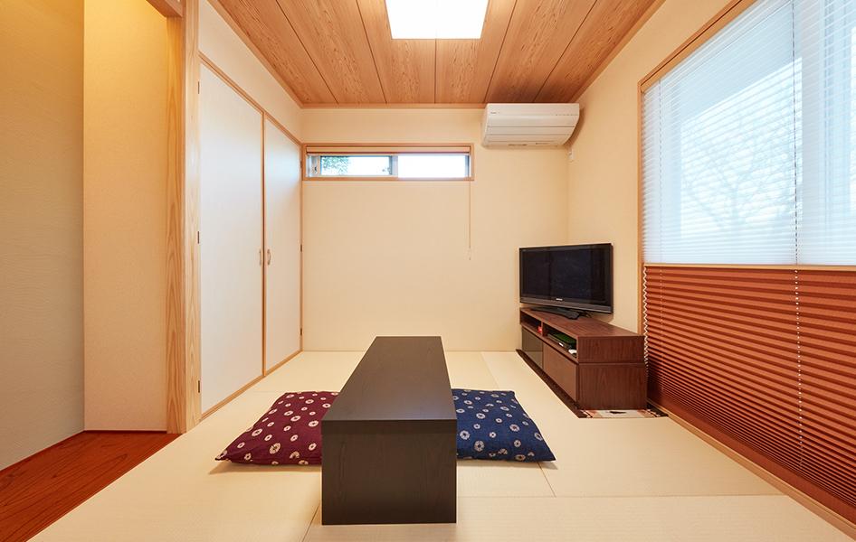 来客の宿泊スペースとしても利用できるように、とセパレートした和室空間。 来客にもくつろいでほしいという気遣い。