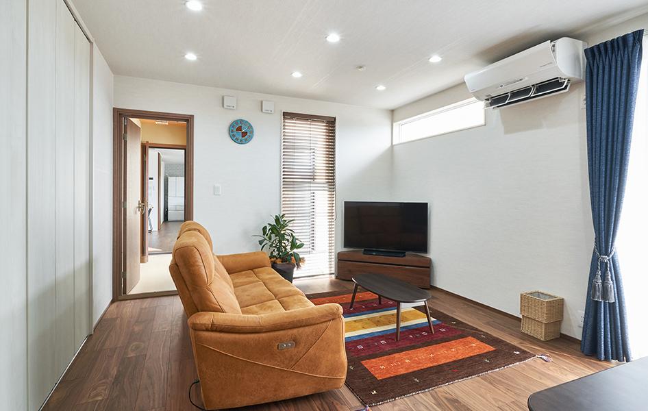 両世帯をつなぐドアは防音扉、鍵付きになっているので、プライバシーも確保しながら程よい距離感を保ちます。