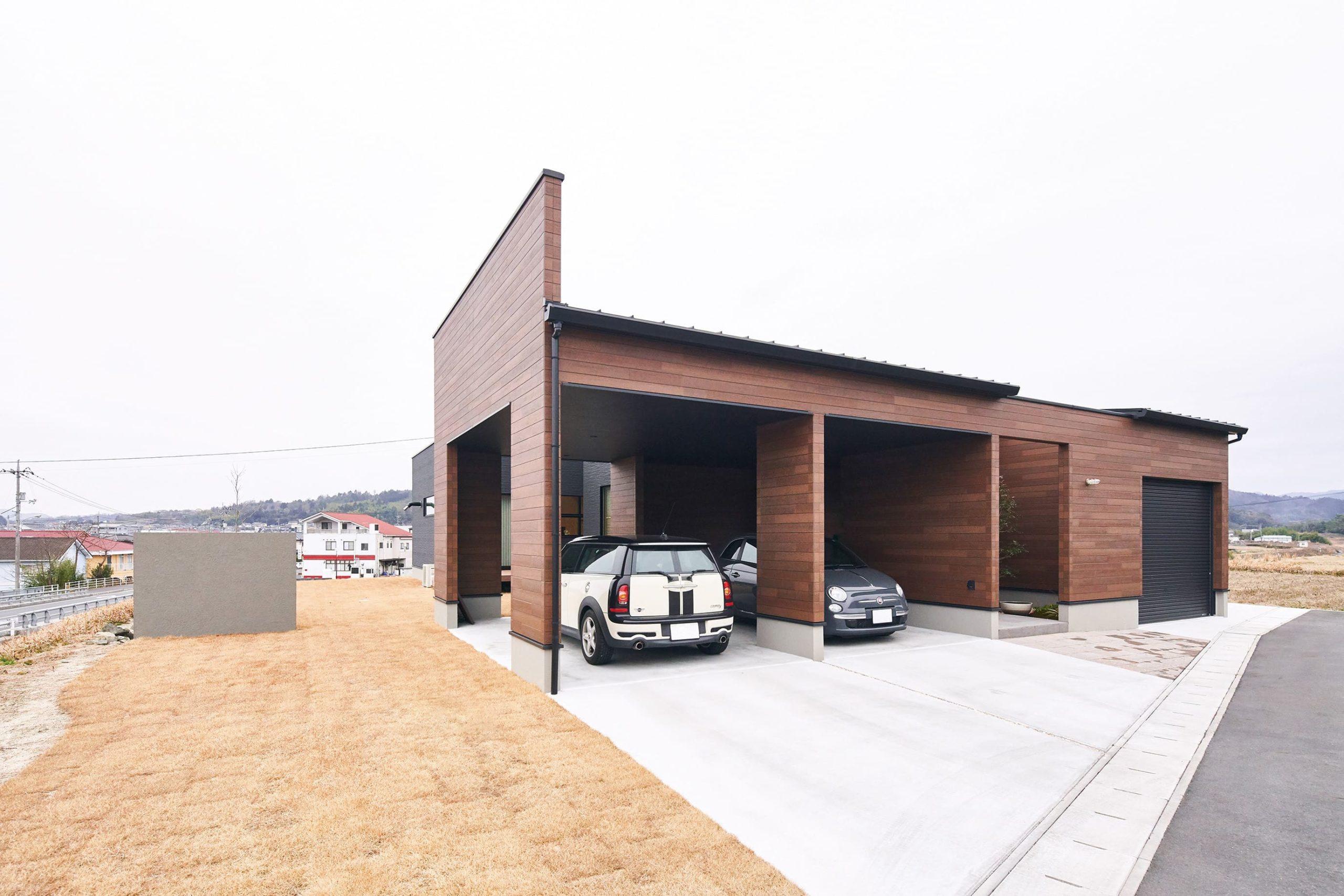 保管するビンテージカーと日常使いの車、それぞれの居場所をきちんとフィット。ビルトインのため塗装保護にも役立つ。