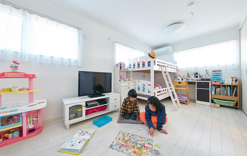 お子様の部屋は小さいときは一緒に過ごせて、成長したら間仕切り。 自立心と社会性を育むことができるプラン。