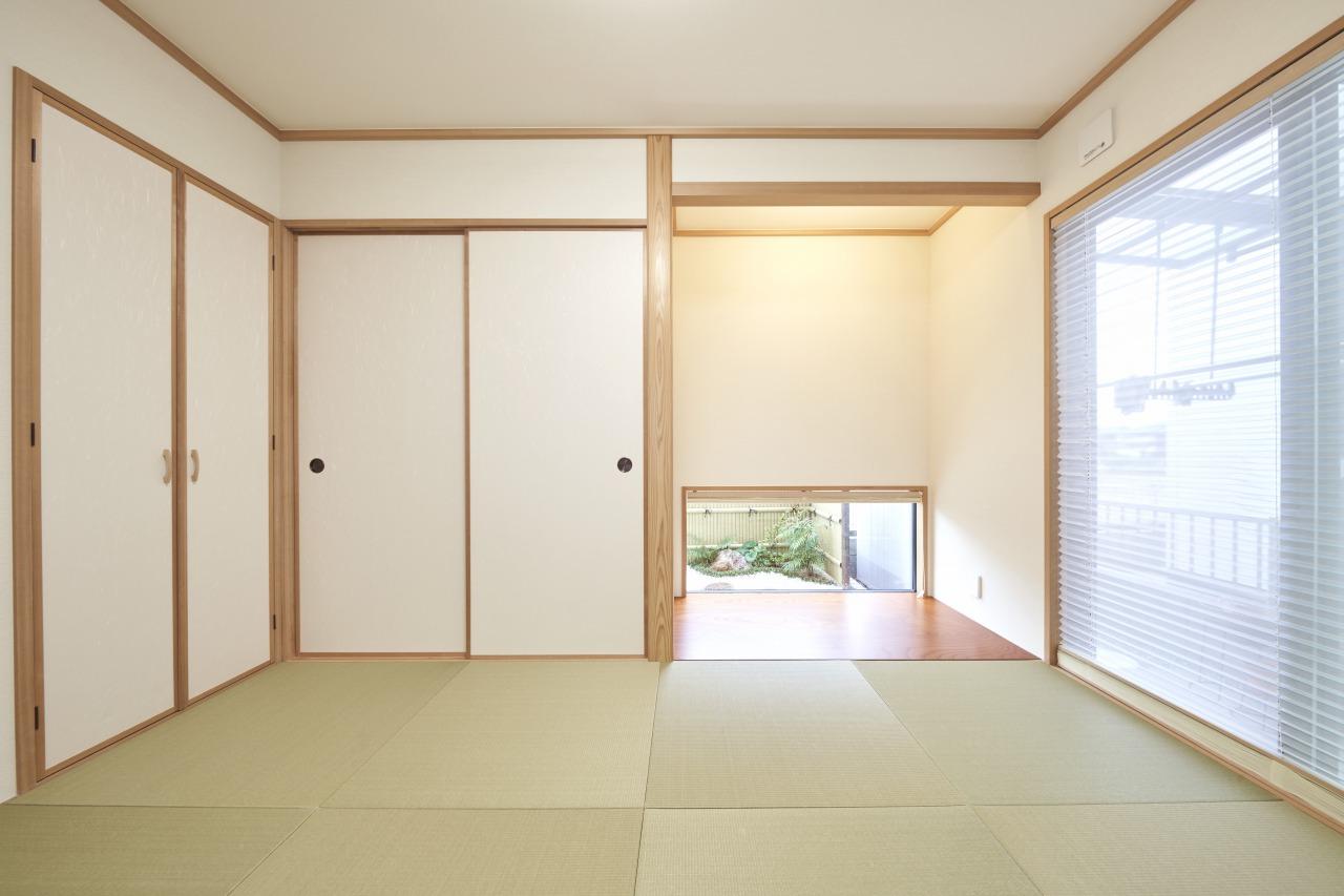 隣接した6帖の和室は、本格的な床の間を備えている。