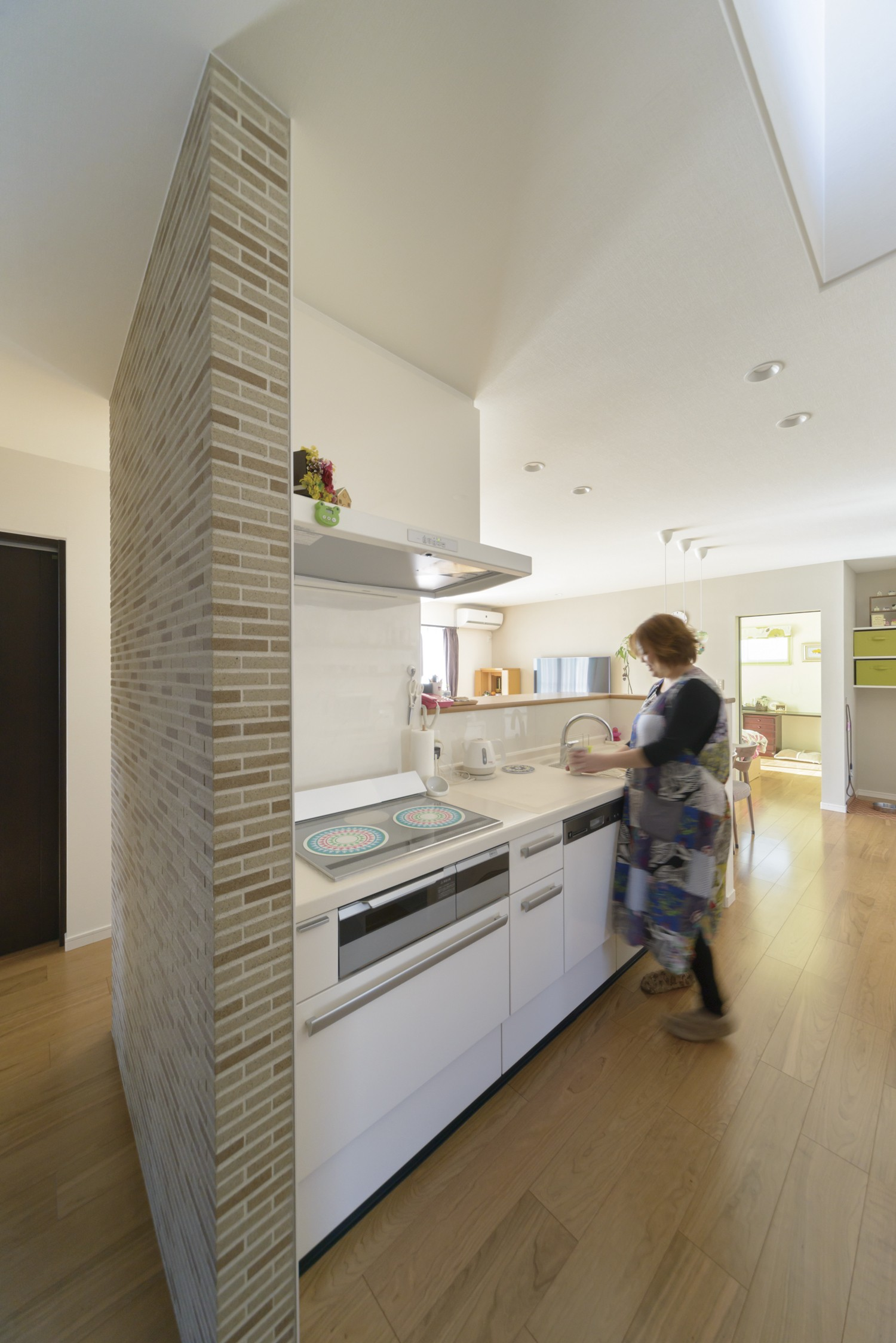 アイランドキッチンを中心に3世代が程よい距離を保つ家 イメージ