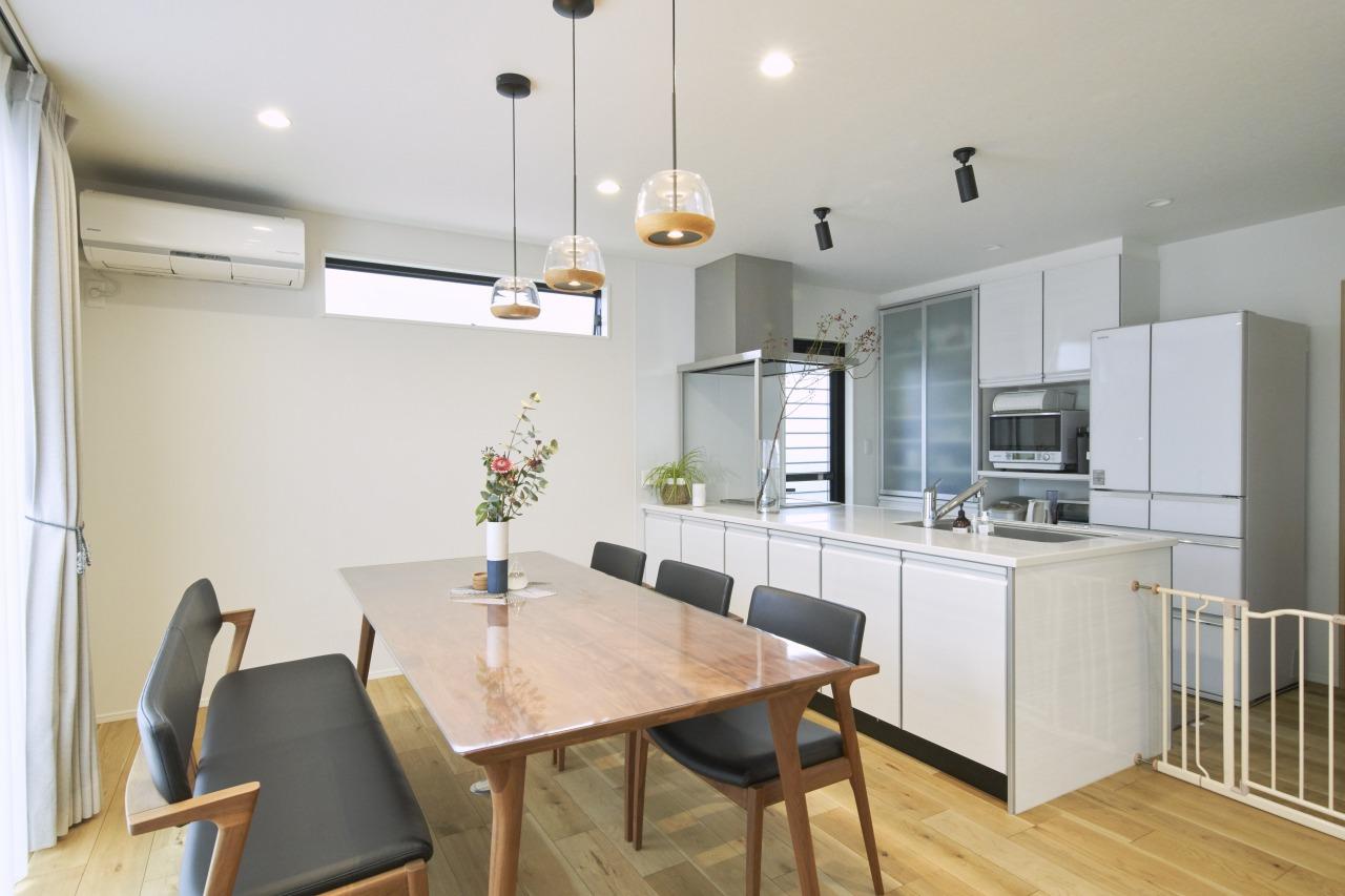 キッチンはお二人で料理することも考えて、通路を広めに設計。